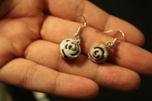 Frosted Cinnamon Roll Earrings by Elvaneyl