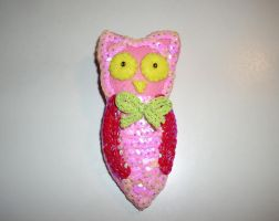 Owl brooch with sequins by kratosisy