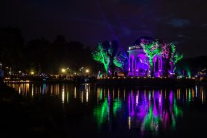 Light in the park by dn1w3r