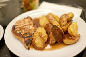 Pan-seared pork loins with baked potatoes by patchow