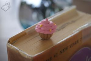 Cupcake Bookmark by The-Erin-show