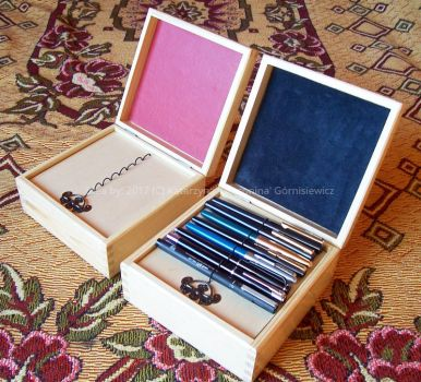 Wooden penbox varnished 3 with examp.fountain pens by Fabrykanina