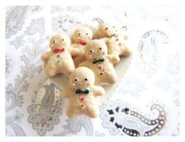 Gingerbread Men by Shiritsu