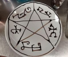 Supernatural demon trap plate by Adriellovesart