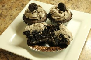 Oreo Stuffed Cupcakes by BlueWolfCheetah