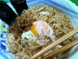 nissin garlic noodle ramen by plainordinary1