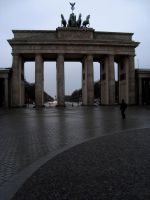 Brandenburg Gate by dwarfeater