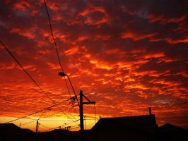 sol nubes cables y atardecer by Likethephoenix