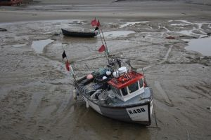 fishing boat in wet sand by loobyloukitty