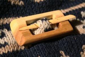 Wooden clasp by Teinti
