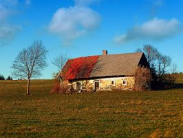Old abandoned farmhouse by patrickjobst
