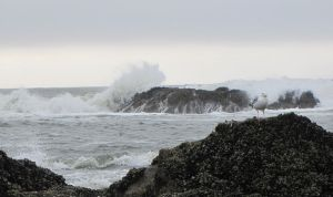 Crashing waves by findmeaname