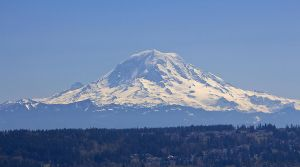 Mt. Rainier and Auburn Valley by metacom