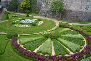Castle's gardens by Mazarde