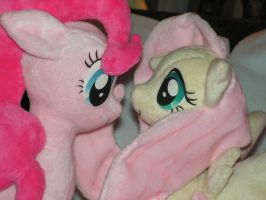 Nose to Nose: Fluttershy and Pinkie Pie by KarasuNezumi