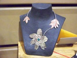Flower and Wire Necklase by LaZella