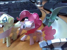 Pinkie Pie Papercraft by FyreWytch