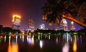 Lumpini Park - Night by comsic