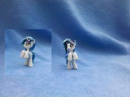 My Little Pony FiM custom: Vinyl Scratch by vulpinedesigns