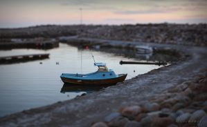 Toy Boat Illusion by Mizth