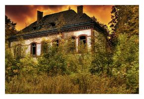Forgotten home by Radiatr