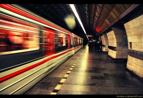 Subway reflection by hombre-cz
