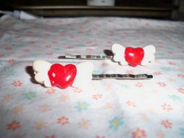 White Winged Hearts Hair Clips by Teslithia