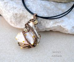 Sea shell wire wrapped pendant by IanirasArtifacts