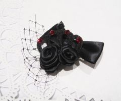 Black Crown Hairclip by rei-chaka