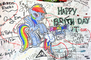 Rainbow Dash Graffiti by mushrooshi