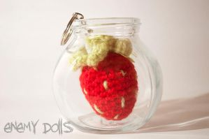 Strawberry amigurumi by Anxocunningham