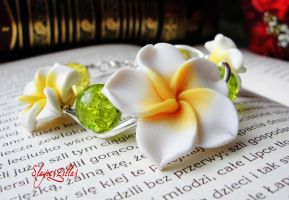 Polymer clay bracelet with white - yellow flowers by Benia1991