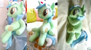 Sitting Lyra Plushie by dolphinwing
