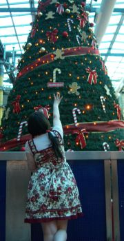 Lolita with Christmas tree!! by Gothic-Gogo