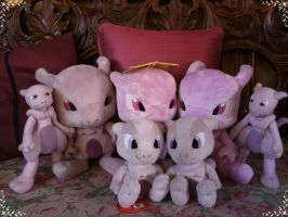 Mewtwo Plush Collection 2012 by davyjonesentei123