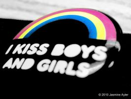 I kiss boys and girls. by demonicxxchild