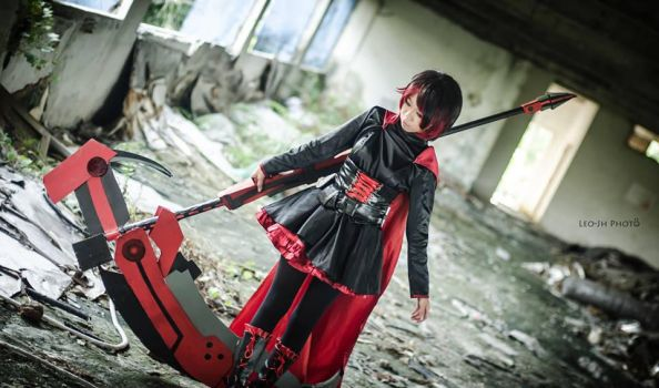 Ruby Rose Cosplay (RWBY) by Witchcraft997