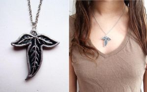 Lorien leaf necklace by curry-brocoli