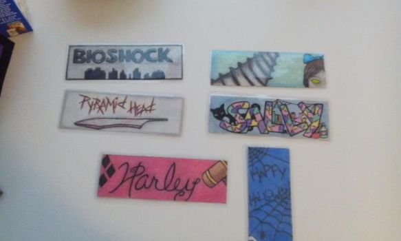 Backside of bookmarks by tWistiDmuNky