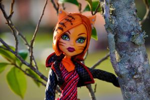 Toralei in a tree by RxJoker