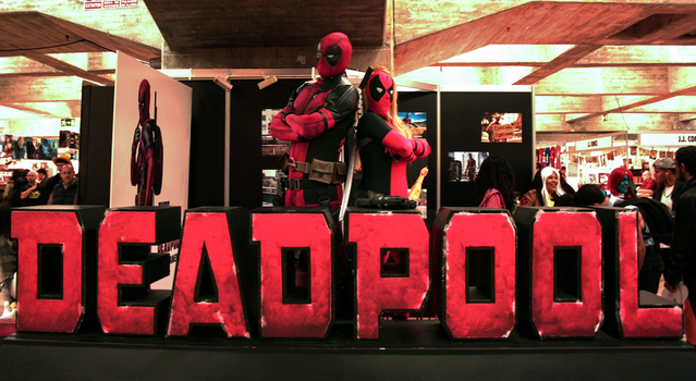 Lady Deadpool with Deadpool - Expocomic 2015 by MaryHatake