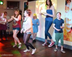 tall girl dance by lowerrider