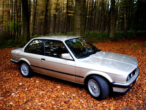 BMW E30 Side by highXtravegance