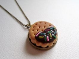 Chocolate biscuit necklace by curry-brocoli