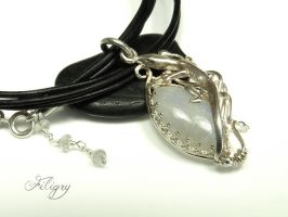 Gecko-Moonstone Pendant by FILIGRY