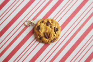 polymer clay chocolate chip cookie by l337Jacqui