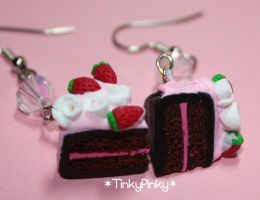 strawberry cake earrings by tinkypinky