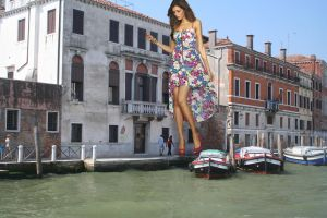 Giantess in Venice by Accasbel