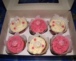 Strawberry and vanilla cupcakes by dimebagsdarrell