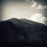 Mourne Mountains by lostknightkg
